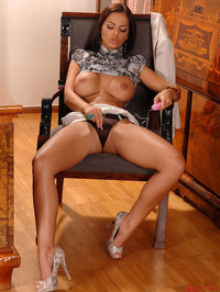 Black Angelica toying her clit