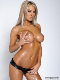 Amy Reid Oiled Tits