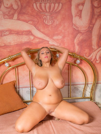 Cristal On The Bed