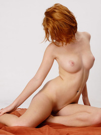 Perfect Redhead Clelia Naked In The Studio