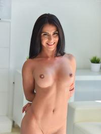 Busty MILF Babe Inna Spreads Her Wet Pussy