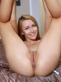 Blonde Beauty Violet