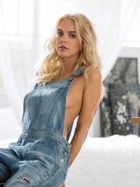 Hot Rachel Harris Sexy Tatas