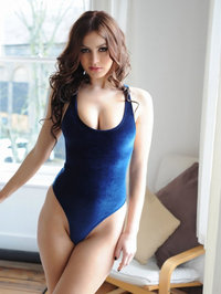Summer St Claire Hot Curved Body