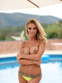 Amazing Beauty Danielle Anderson Topless By The Pool
