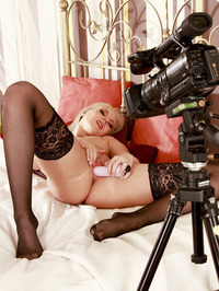 Nicole Evans Dildoing Pussy