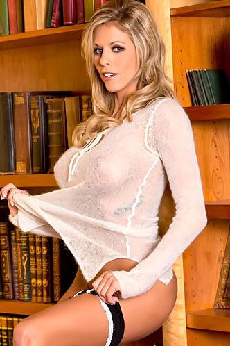 Nicole Graves pussy in library