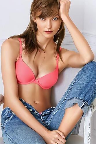 Sexy Celeb Karlie Kloss