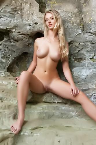 Carisha Is Posing Nude