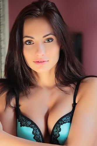 Michaela Isizzu - Indiya
