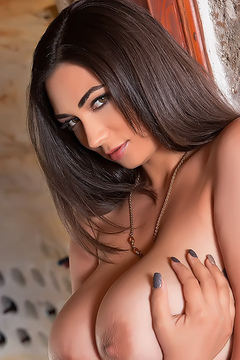 Busty Alexya