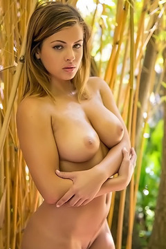 Keisha Grey Naked Outdoor